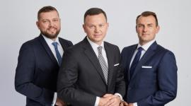 Rączkowski, Kwieciński Adwokaci zmienia się w RK Legal BIZNES, Prawo - Kancelaria Rączkowski Kwieciński Adwokaci z okazji swojego jubileuszu wprowadza nową nazwę - RK LEGAL - łączącą wszystkie oferowane usługi pod jedną marką oraz zmienia szatę graficzną.