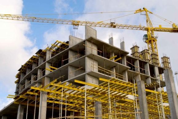 Prawo budowlane przed nowelizacją. Co zmieni pakiet ułatwień? BIZNES, Prawo - W pierwszym pakiecie ułatwień dla firm, który przygotowało Ministerstwo Rozwoju, znalazły się m.in. propozycje dotyczące Prawa budowlanego. Zgłoszenia mają być szybciej rozpatrywane, a niektóre roboty budowlane nie będą już wymagać pozwolenia.
