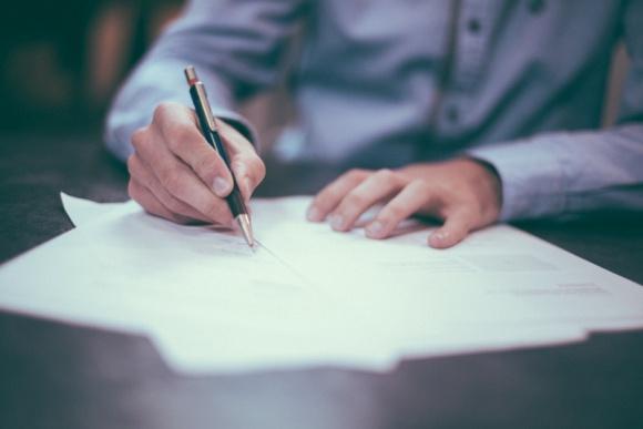 4 szybkie porady jak wybrać prawnika w trudnej sytuacji BIZNES, Prawo - Jest wiele sytuacji, które zmuszają nas do skorzystania z usług prawnika, jednak ze względu na swoją naturę, bardzo utrudniają podejmowanie wyważonych, przemyślanych decyzji. Jakie to sytuacje? W artykule znajdziesz kilka przykładów!