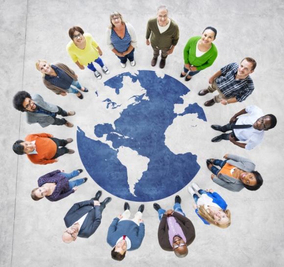 """Jak skompletować międzynarodowy zespół? BIZNES, Prawo - Powiedzenie """"świat jest mały"""" nigdy nie było tak aktualne. Szukasz specjalistów, którzy pomogą rozwinąć ci skrzydła? Nie musisz się ograniczać. Internet i wspólny unijny rynek pracy dają szerokie możliwości rekrutacyjne."""