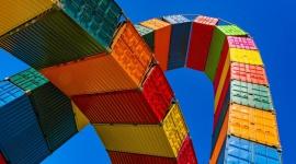 Incoterms 2020 – co się zmieniło? BIZNES, Prawo - Incoterms to pojęcie, które powinno być doskonale znane wszystkim, którzy zajmują się handlem międzynarodowym. International Commercial Terms, czyli Międzynarodowe Reguły Handlu ustalają kwestie odpowiedzialności w zakresie wywozu i wwozu towaru.